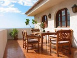 Blue sky and terrace of Oasis Bungalows in Valle Gran Rey